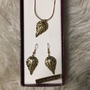 Jewelry - Vintage diamond leaf necklace